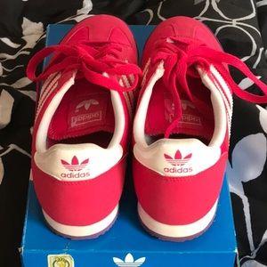 Adidas Dragon Ortholite comfortable tennis shoes.